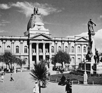 La Paz, Capital? - Sucre Capital?